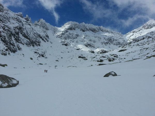 Buenas condiciones de nieve / hielo en general en el Circo de Gredos